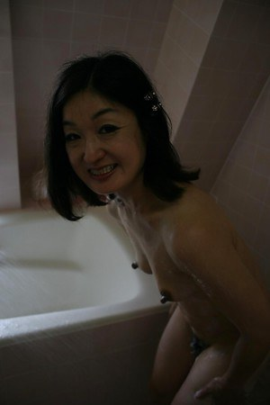 Mature asian shrew Chiyo Yamabe gets caught on camera taking shower