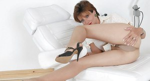 Mature fetish lady lowering her pantyhose and spreading her pussy lips