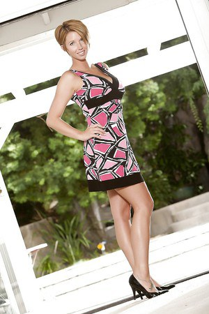Stunning MILF Destiny Porter slowly uncovering her gorgeous curves