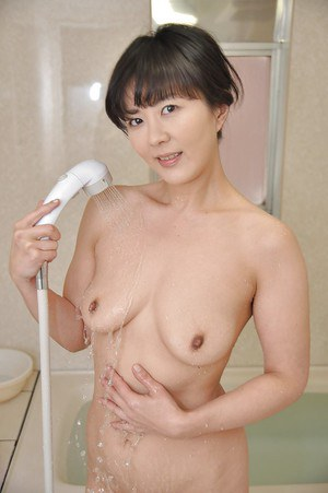 Fuckable asian lady with sexy legs Satoko Aragaki taking bath