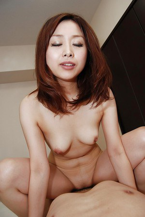 Mariko Miyazawa gives a blowjob and gets passionately fucked