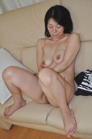 Lewd asian MILF Akiko Oda getting naked and spreading her pussy lips