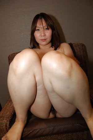 Asian babe Kuniko Nozawa stripping down and spreading her pussy lips