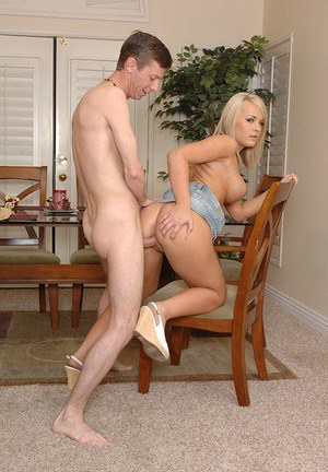 Juggy MILF Taylor Chanel gets plugged and facialized by a pizza-lad