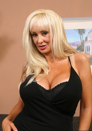 Mature gal Brittany O'neal revealing her huge round boobs and inviting cunt