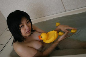 Chubby asian MILF with bushy cooter Toshiko Shiraki taking bath