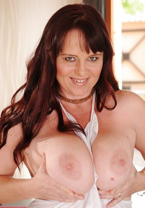 Chubby mature lassie getting naked and spreading her legs