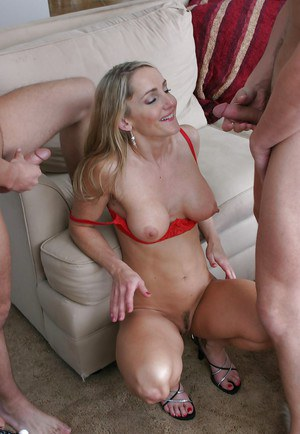 Lewd MILF Lori Lust gets two pizzas and two big cocks to feed her twat