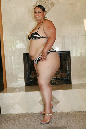 Brunette SSBBW star on high heels getting rid of her tiny bikini