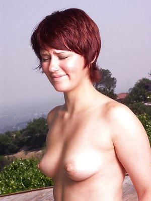 Short-haired MILF Bianca Evas slipping off her bikini top at the poolside