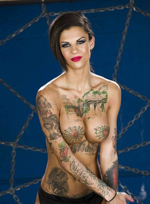 Tattooed vixen Bonnie Rotten getting rid of her sexy lingerie