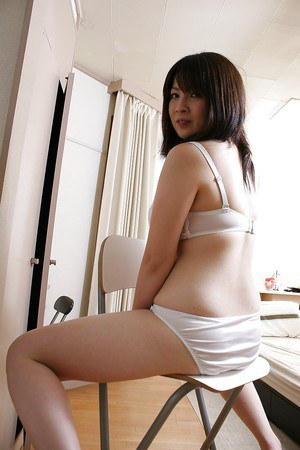 Asian babe Momo Akiyama taking off her lingerie and toying her hairy gash
