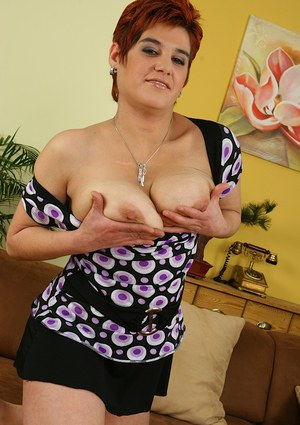 Short-haired mature lady licking her niples and exposing her twat in close up