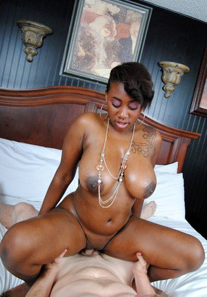 Juggy ebony slut Serenity Red gobbles and fucks a white boner