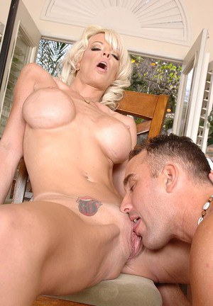 Sex-starving MILF Jordan Blue gets satisfied by a hung pizza-lad