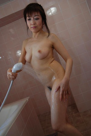 Fuckable asian MILF with shapely tits Shinobu Yabe taking shower