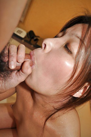 Asian MILF Takako Nakazato gives a blowjob and gets passionately fucked