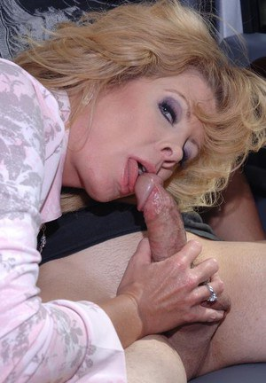 Chippy blonde MILF gives a sloppy blowjob at the back seat