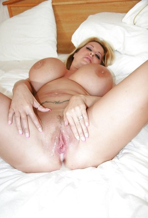 Fatty MILF with giant tatas Summer Sin enjoys a groupsex with horny lads