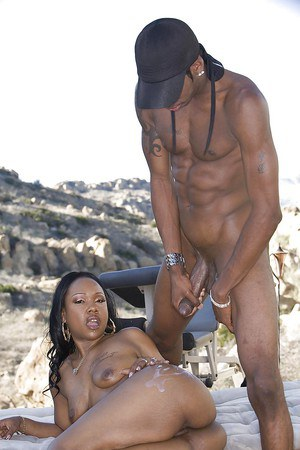 Ebony MILF Unique LaSage gets fucked and jizzed over her butt outdoor