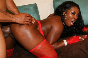 Bootylicious ebony slut gets shagged hard and jizzed over her bottom