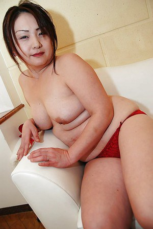 Asian MILF Yasuyo Kajita undressing and showcasing her twat in close up