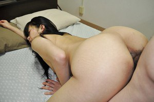 Asian MILF Yasuko Haraguchi gives a sensual blowjob and gets fucked