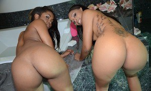 Filthy ebony hotties with amazing butts sharing a white prick in the bath