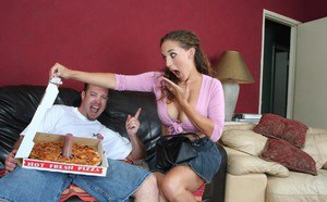 Jizz-starving MILF Arianna Alyse gets satisfied by a naughty pizza-lad