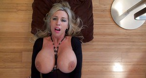 Mature bombshell in provocative outfit gets fucked and jizzed over her face