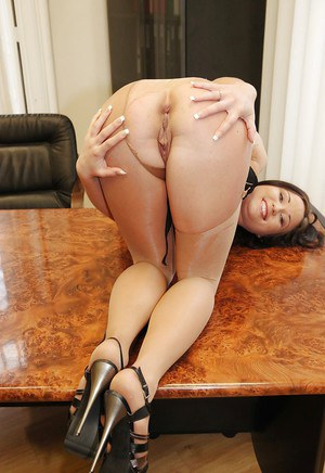 Smiley babe in pantyhose and lingerie Niki Sweet reveals her inviting holes