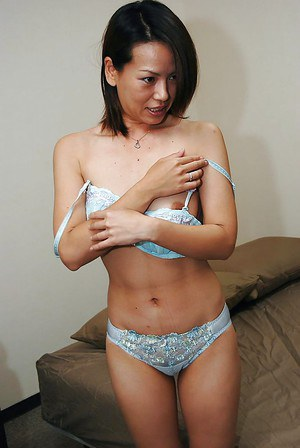 Slender asian babe Hiroko Ebihara undressing and spreading her legs