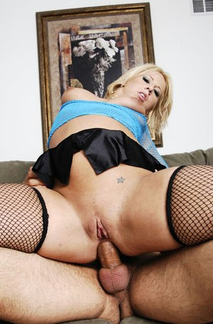 Juggy slut Georgia PeachGets anal screwed and takes a cumshot in her mouth