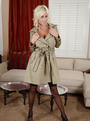 Desirable MILF Puma Swede performs a steamy stripping scene