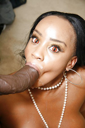 Ebony minx Sandi Jackmon gets fucked and milks a huge boner with her mouth