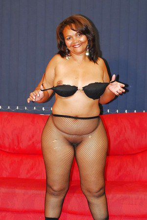 Buxom ebony chick takes off her shorts and exposes her nylon clad bubble butt