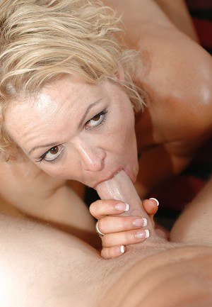 Slutty mature blonde Kelly Leigh gets her love holes cocked up