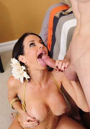 Big busted cougar Veronica Avluv gets fucked and tastes a cumshot
