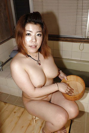 Fatty asian MILF Kana Miyagi teasing her hairy twat and taking shower