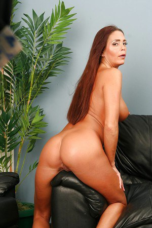Well-toned mature vixen undressing and spreading her long legs