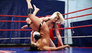 Sporty vixens have a rough catfight for lesbian domination