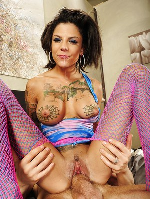 Tattooed slut Bonnie Rotten gets her holes drilled hard until she squirts