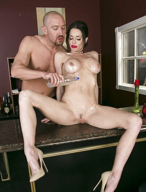 Voluptuous MILF Veronica Avluv gets oiled up and shafted hard