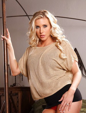 Adorable babe Samantha Saint undressing and exposing her ravishing curves