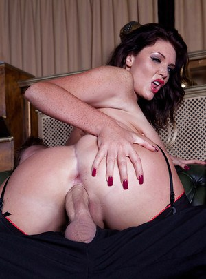 Curvy brunette enjoys passionate twatting and takes a cumshot in her mouth