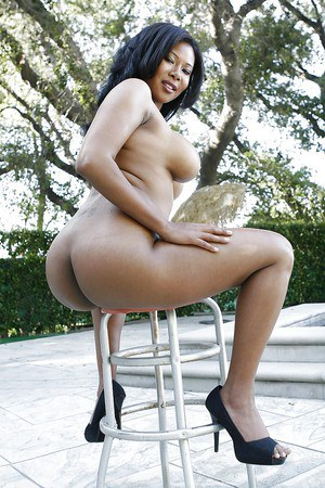 Curvy ebony chick Jessica Dawn gets rid of her tiny bikini at the poolside