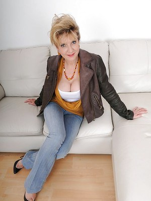 Mature lady in blue jeans uncovering her big jugs and amazing ass
