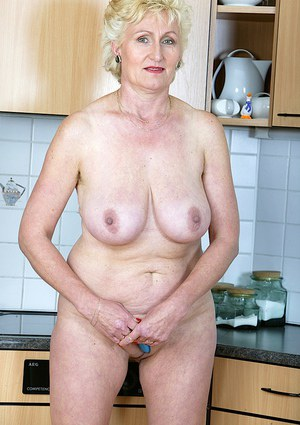 Sex-hungry mature gal with chubby curves playing with a vibrator