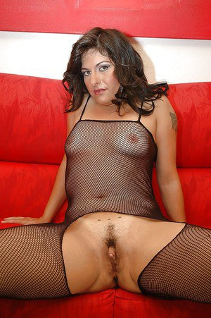 Sassy MILF in nylon outfit exposing her ample ass and trimmed gash