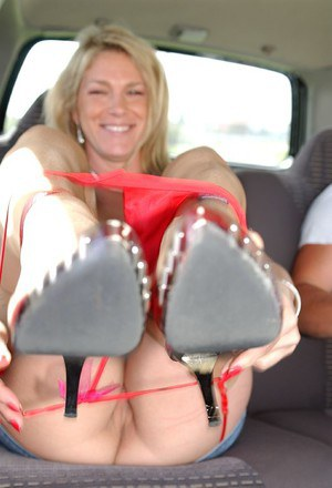 Liberated blonde MILF performs a blowjob with ball licking in the car